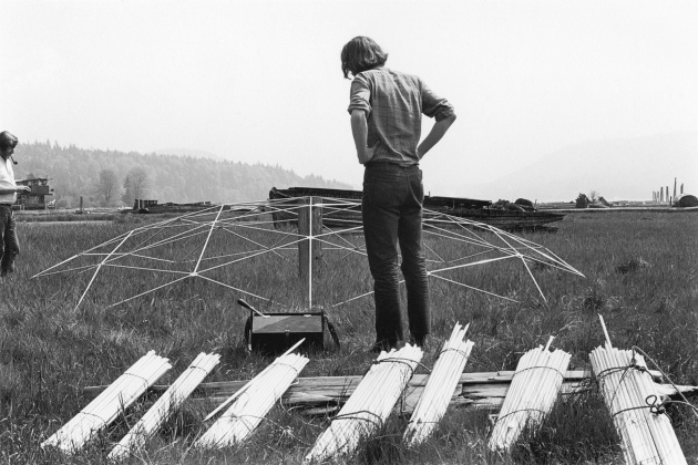 Michael de Courcy, Geodesic dome construction on the mudflats, 1970