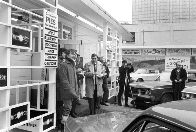 Michael de Courcy, Intermedia protest bus, 1969