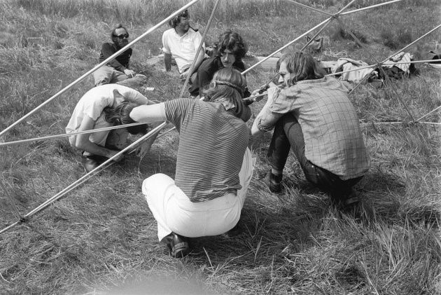 Geodesic dome construction on the mudflats, Michael de Courcy, Glenn Lewis, 1970